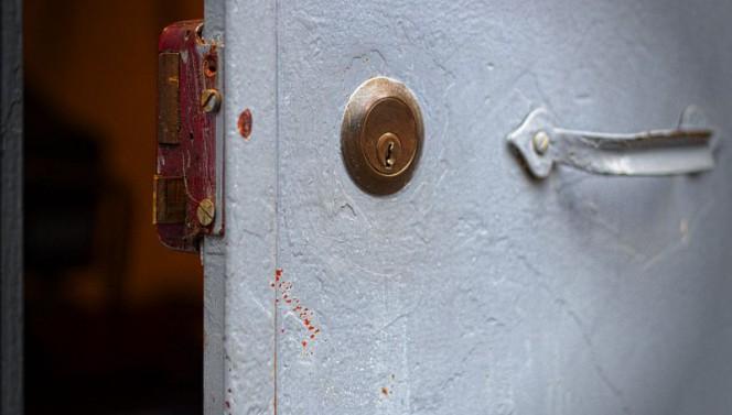 Una vecchia serratura da applicare