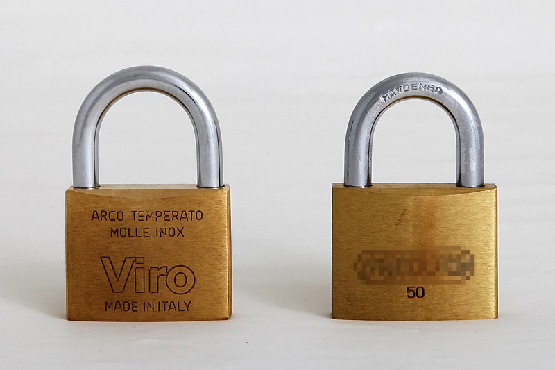 Un lucchetto rettangolare Viro made in Italy da 50mm a confronto con un analogo di produzione orientale