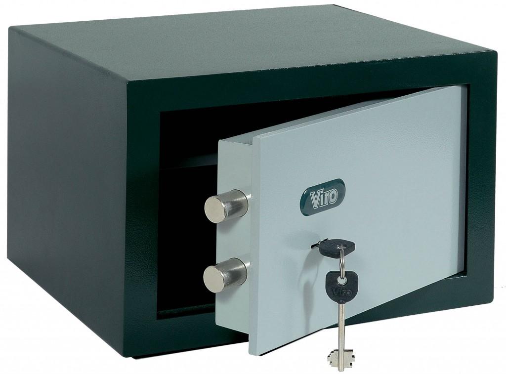 Una cassaforte da esterno, riconoscibile per la finitura della cassa e l'assenza di alette sul fondo.