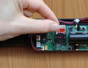 Inserimento della scheda SIM nella spranga elettronica Viro.