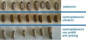 Nella fila in alto vengono mostrati i pistoncini, nella fila di mezzo i contropistoncini tradizionali a profilo cilindrico, mentre nella fila in basso si possono vedere diversi contro pistoncini con profili anti picking.