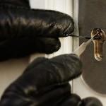 Su internet ci sono video in cui serrature e lucchetti vengono aperti con grande facilità… è davvero così?