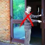 Come aprire a distanza una porta dotata di una comune serratura meccanica