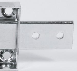 Anche i catenacci sono molto sottili, e si piegano con facilità con strumenti da scasso.