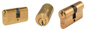 Un cilindro a profilo ovale (a sinistra), a profilo tondo (al centro) e a profilo europeo (a destra). Tutti prodotti Viro.