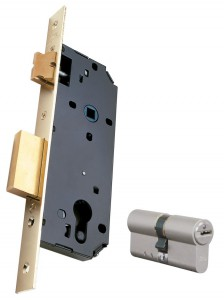 Una serratura (a sinistra) e un cilindro (a destra), entrambi Viro.