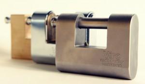 Diversi tipi di lucchetti per serranda.