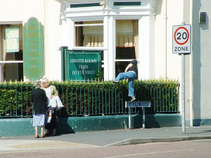 Senza pomolo si spinge un eventuale ladro ad uscire da un'apertura diversa dalla porta di ingresso con maggiore rischio di essere notato (foto di flickr/Marshall24).