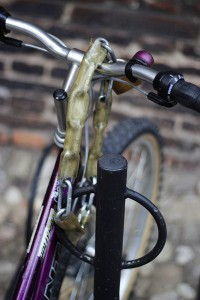 Chain simply resting on the handlebars; only one movement is needed to remove it.