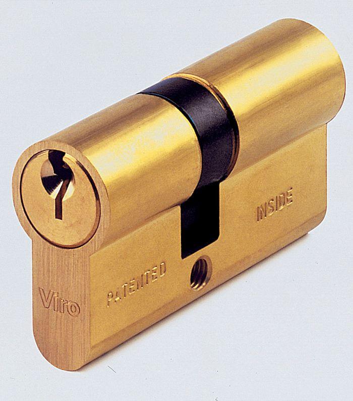 I cilindri Viro Serie 700 hanno una speciale funzione di emergenza che permette di aprirli dall'esterno anche se all'interno è infilata una chiave.