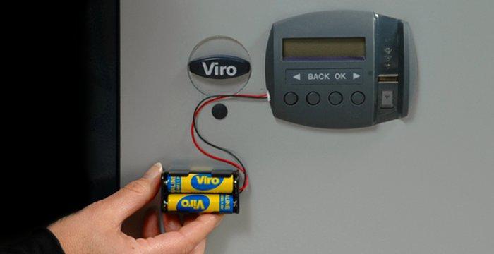il portapile esterno di emergenza collegato ad un armadio Viro Ram-Touch.