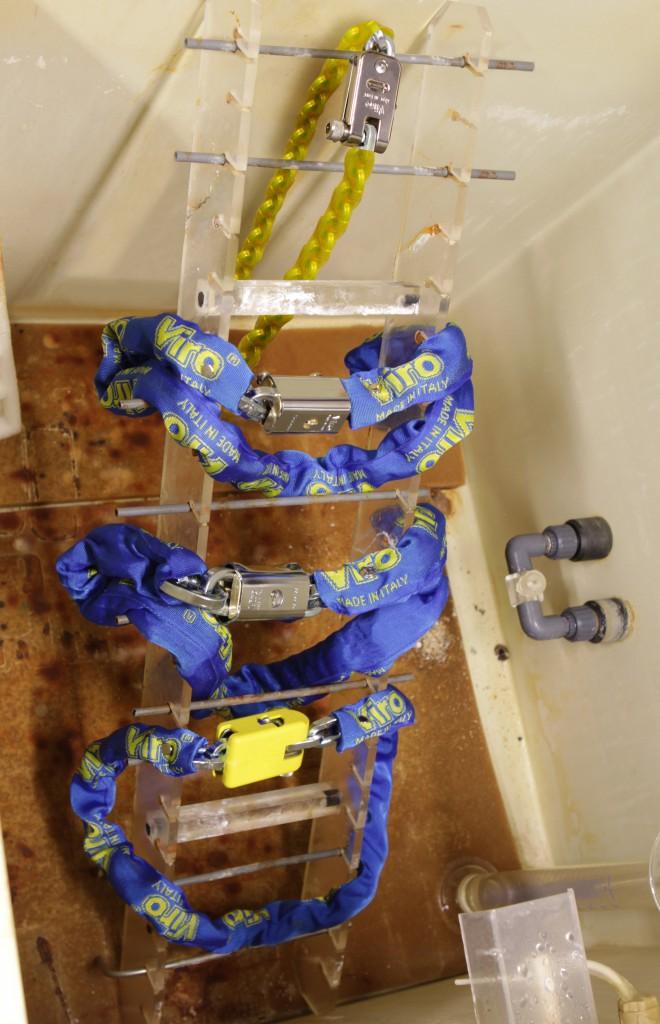 Prodotti originali Viro nella macchina della nebbia salina prima del test.