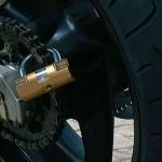 Blocca corona: un antifurto per moto poco noto ma efficace