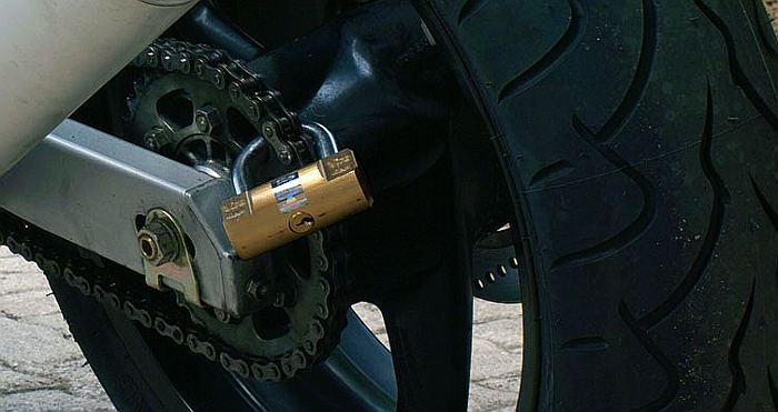 Blocca corona antifurto per moto poco noto ma efficace for Club sicurezza viro