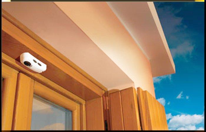 Sensore magnetico perimetrale applicato ad una finestra.