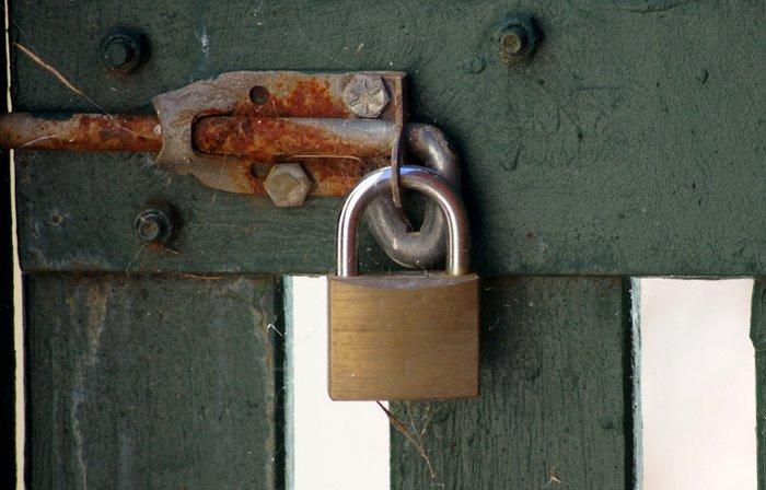 Un esempio di punto di fissaggio più debole del lucchetto (foto: flickr/Paul).