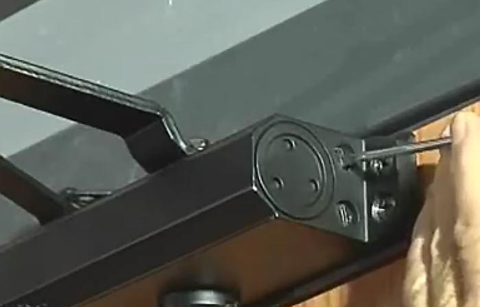 I chiudiporta Viro hanno 2 valvole di regolazione: una per la velocità di chiusura e una per la forza del colpo finale.