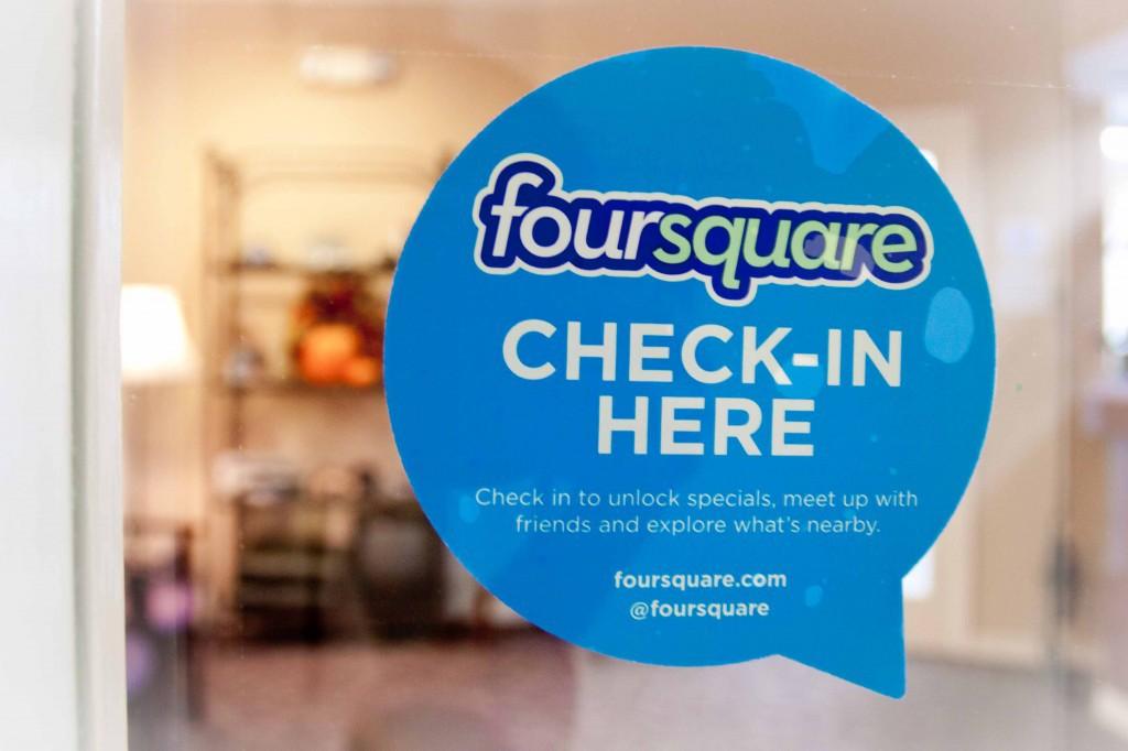 Molti locali invitano i clienti ad eseguire il check-in tramite le applicazioni che lo permettono.