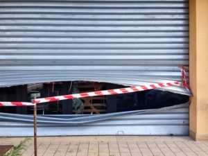 Serranda tagliata negozio