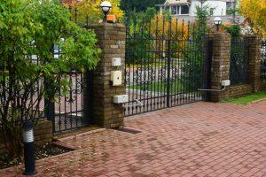 Cancello automatizzato con serratura elettrica