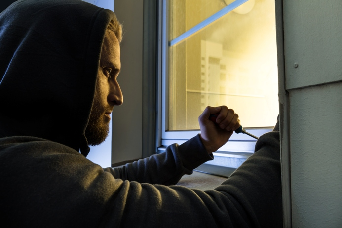 Ladro tenta l'accesso in casa