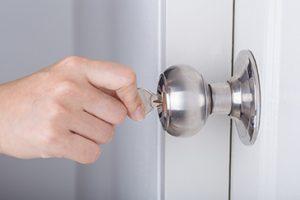 La serratura bloccata e la chiave non gira cosa fare for Serratura bloccata chiave non gira