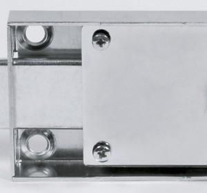 La caja de las cerraduras comunes para cortinas metálicas enrollables es de chapa delgada.