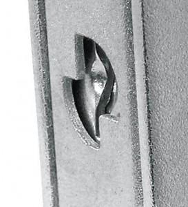 La coraza permite introducir una placa a prueba de taladro para proteger la cerradura.