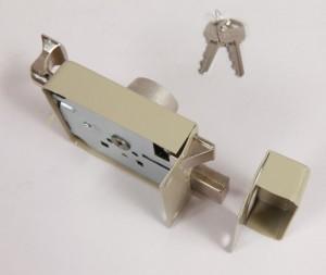 Las cajas y los recibidores metálicos fabricados con chapa plegada se deforman fácilmente.