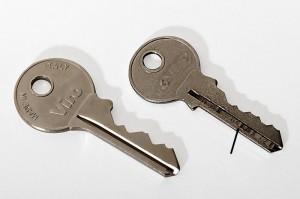 La llave Viro no tiene imperfecciones, la otra sí.