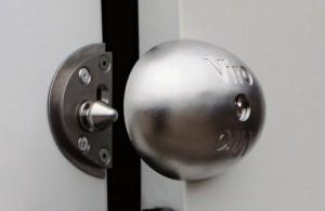 """El cierre """"Viro Van Lock"""" utiliza un robusto perno cónico de acero inoxidable."""