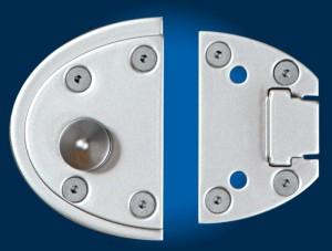 """El sistema de fijación de """"Viro Van Lock"""" utiliza 10 puntos de anclaje entre tornillos y remaches para impedir el desgarro."""