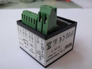 La cerradura Viro V09 se suministra de serie con una unidad de control electrónico que permite conectarla a cualquier automatismo, aprovechando la señal del destellador.