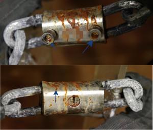 En la copia en cambio hay varias zonas muy afectadas por la corrosión, especialmente en las empuñaduras de los vástagos y en la coraza.