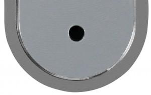 Con el candado abierto el orificio que permite acceder al tornillo de fijación está abierto.